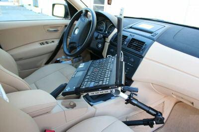 Кронштейн подойдет тем, кто часто пользуется ноутбуком или планшетником в автомобиле